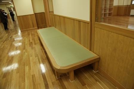 13畳のベンチ.JPG